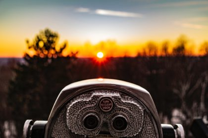 """viewing device overlooking the horizon, text on viewfinder reads """"turn to clear vision"""""""